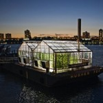 __Научная баржа__ на реке Гудзон в Нью-Йорке
